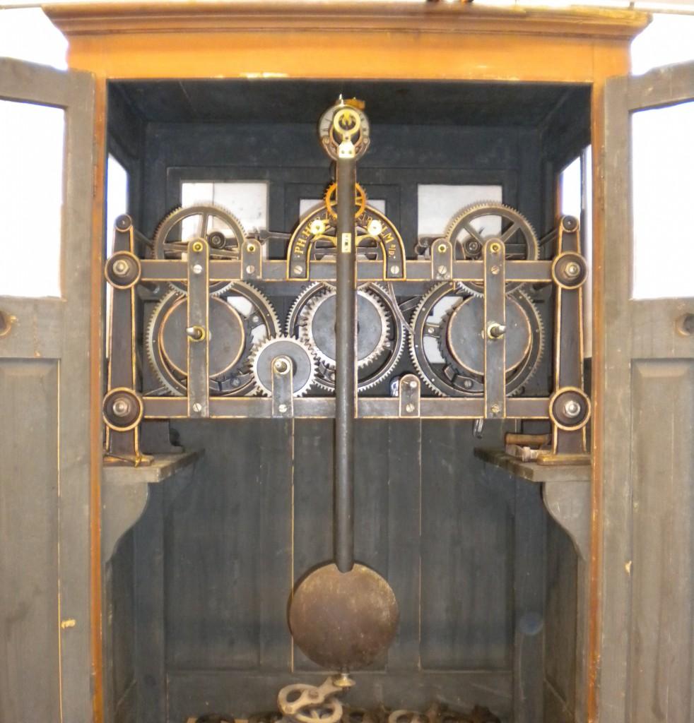 Hörz turret clock in case